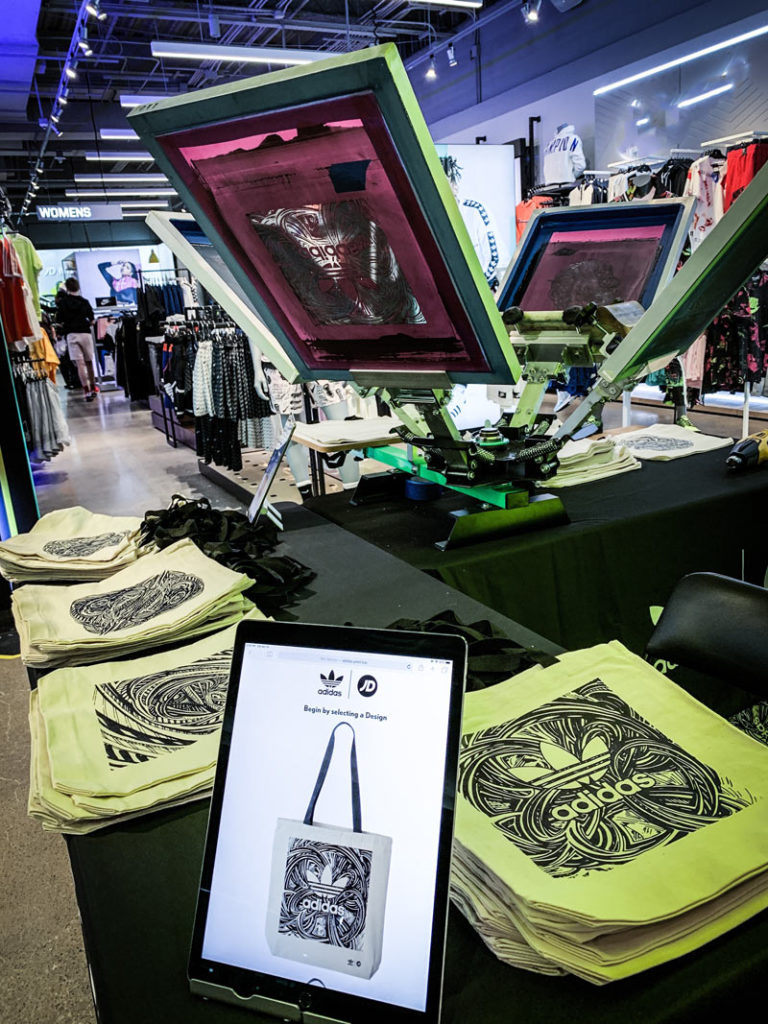 Live On Site Screen Printing Totes | Ink Wells